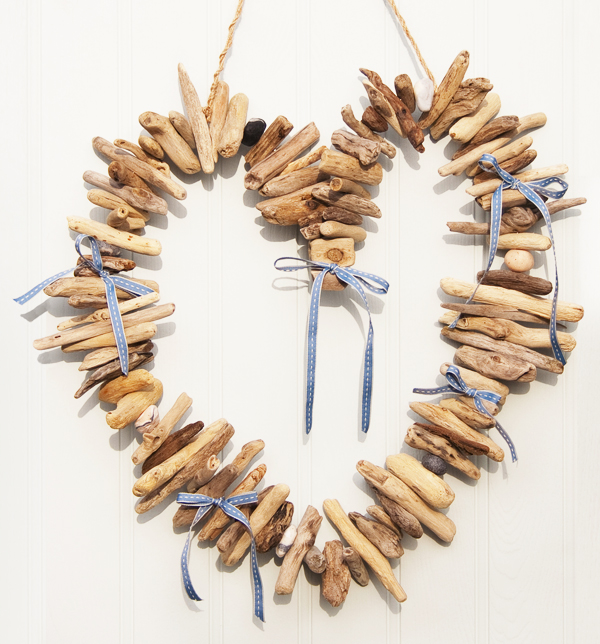 Large driftwood garland heart 1